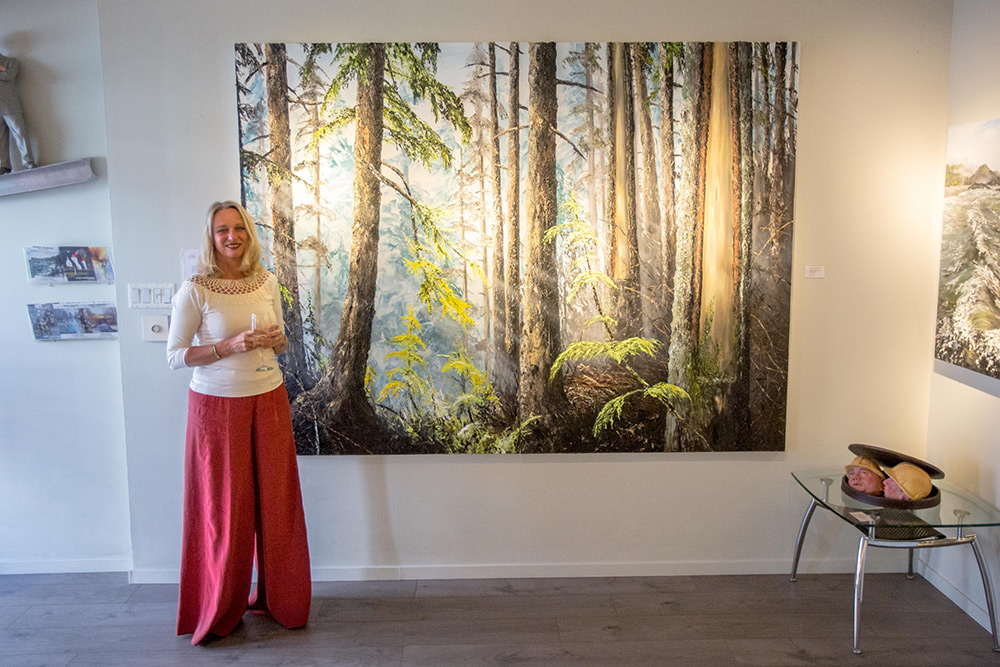 Marleen Vermeulen posing in front of one of her paintings